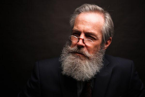 Como cuidar da barba branca